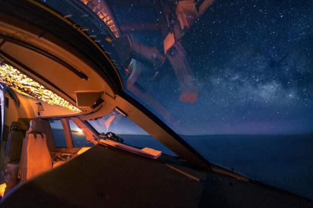 Удивительный вид, который открывается перед глазами экипажа во время полета.