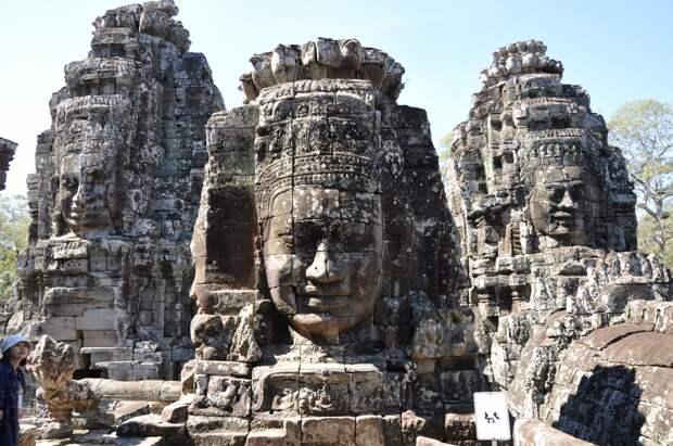 Вытесано из полигональной кладки... Лица храма Байон