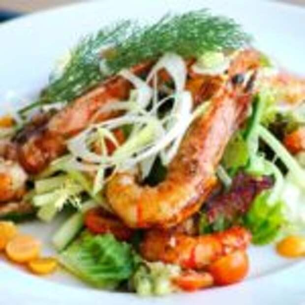 Лёгкий салат с овощами и креветками