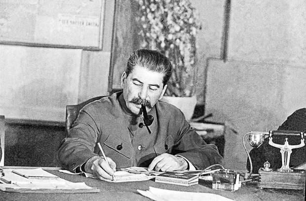 Проект приказа подготовил начальник Генштаба Александр Василевский, но Сталин переписал его заново. Фото: тасс