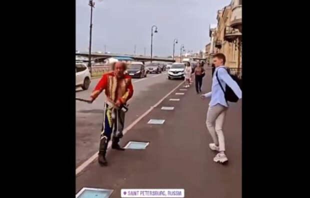 Размахивающий шашкой в Петербурге «гусар» оказался актером