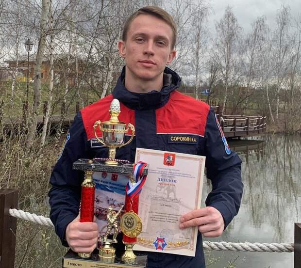 Пожарный из Строгина победил на соревнованиях по спортивному троеборью