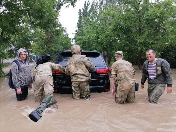 В Крыму туристов призвали ограничить передвижение по региону из-за непогоды