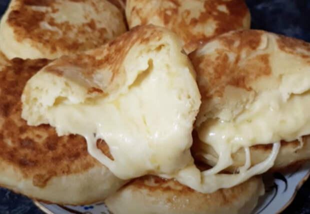 Скатываем пюре в колобки и начиняем сыром. Стало в 2 раза вкуснее