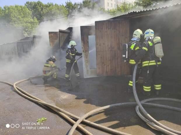 Пожарные напомнили о правилах безопасности в гараже