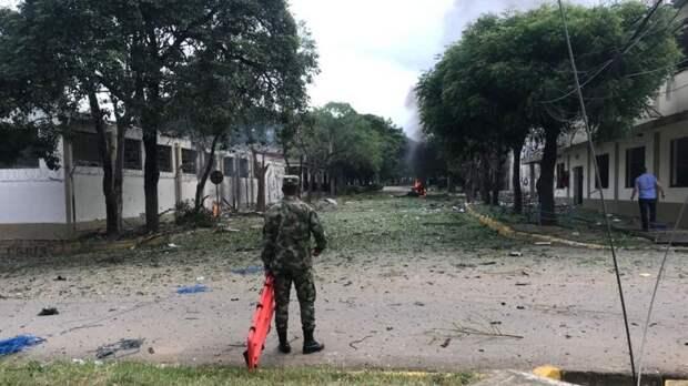 Момент мощного взрыва навоенной базе вКолумбии попал навидео