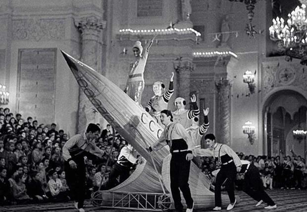 А это просто фотография обычного празднования Нового года в СССР в начале 1950 годов СССР, голубой огонек, ностальгия, старый новый год, эстрада