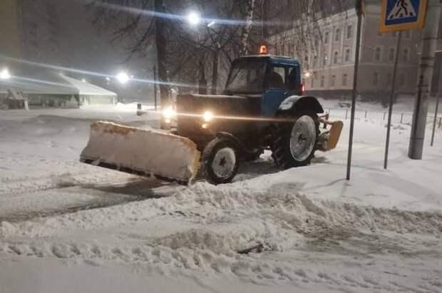 В ночь с 13 на 14 января улицы Орла чистили от снега 44 единицы техники