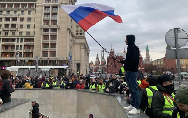 «Это все похоже на похоронное шествие»: как в Москве прошла несогласованная акция в поддержку Навального