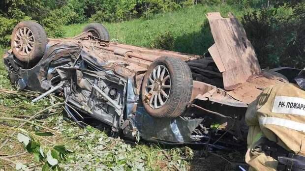 Водитель легковушки погиб после переворота на трассе в Удмуртии
