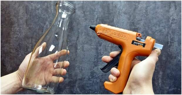 Простая бутылка. Клеевой пистолет. Запоминающийся декор для уюта в доме