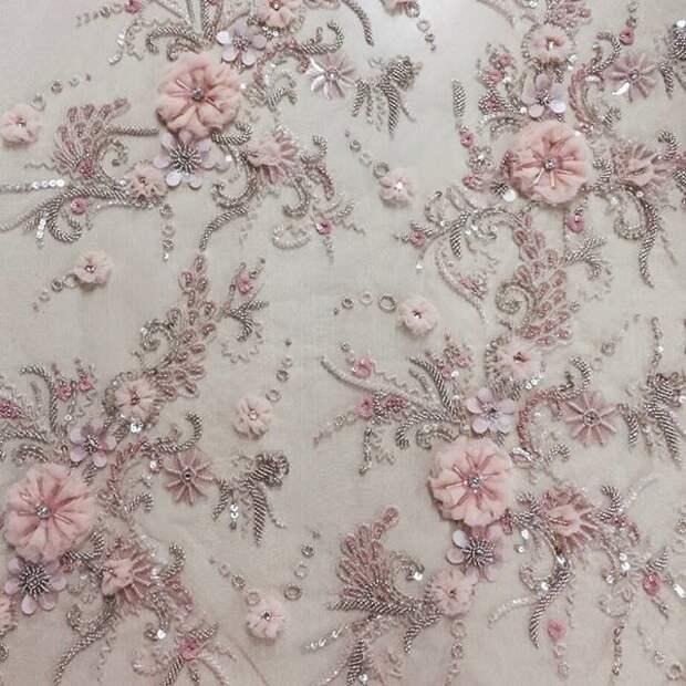 Цветы из ткани в работах дизайнеров и мастеров вышивки, фото № 9