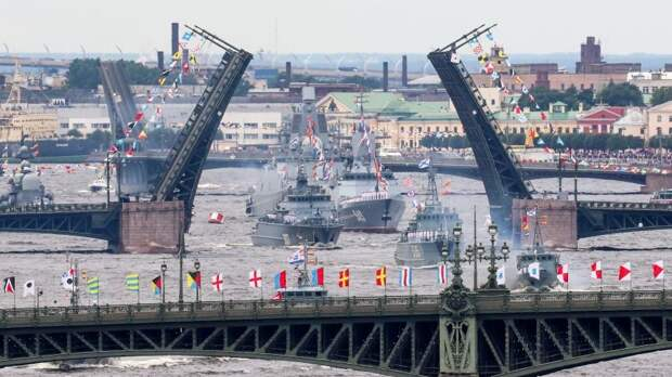 Есть чем гордиться: вПетербурге прошла воздушная часть парада вчесть Дня ВМФ