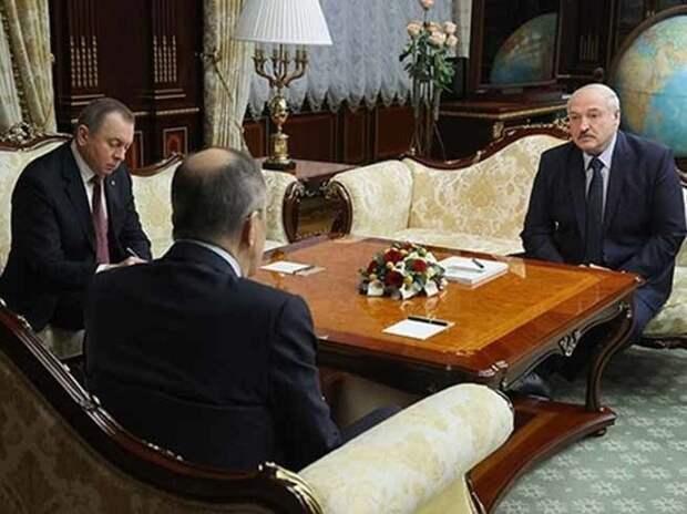 Президент Белоруссии снова пытается просочиться между струек