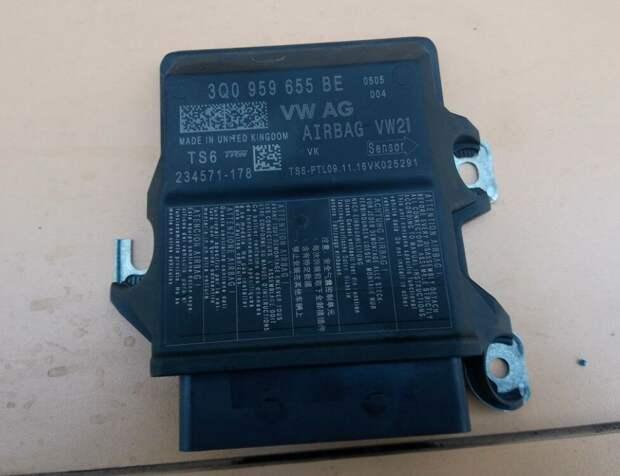 блок управления AirBag Skoda Octavia A7