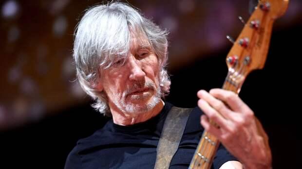 Лидер Pink Floyd послал Цукерберга