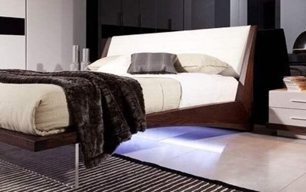 Летающая кровать в интерьере спальни
