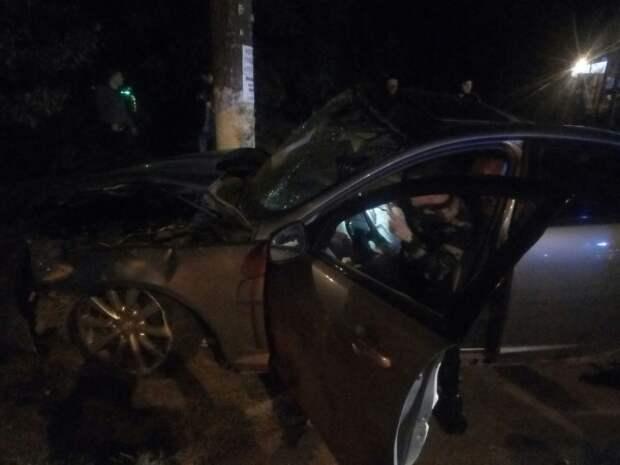 ДТП в Симферополе: «Ягуар» намотало на столб (ФОТО)