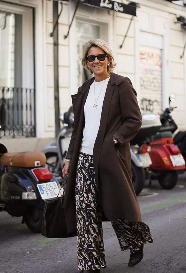 30 стильных образов с брюками для женщин за 60 лет