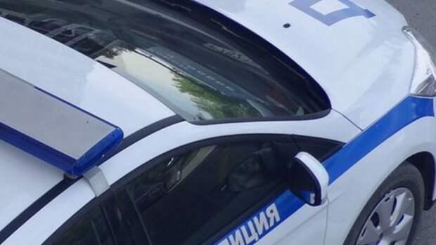 """Водитель Chevrolet """"влетел"""" в бетонное ограждение в Петербурге"""