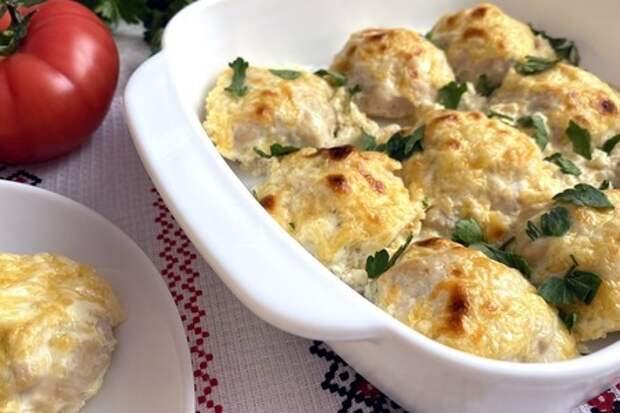 Фото к рецепту: Куриные шарики в сливочном соусе в духовке