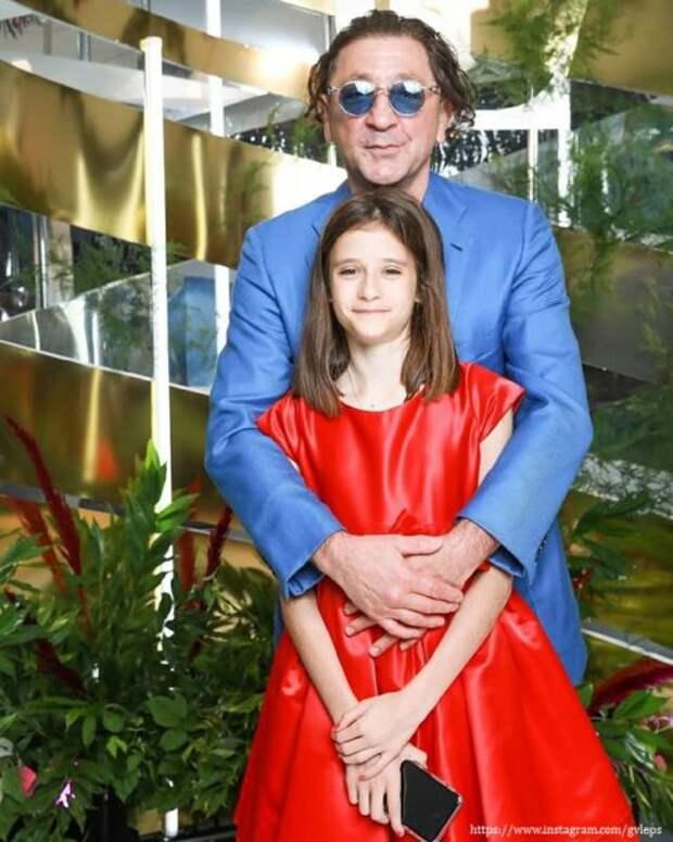 Эпатажный Григорий Лепс нежно поздравил свою дочурку Николь с Днем рождения