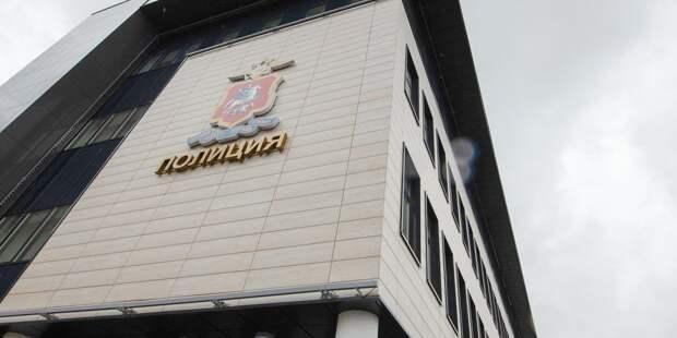 Полицейские задержали грабителей, напавших на мужчину в подъезде дома на Бажова