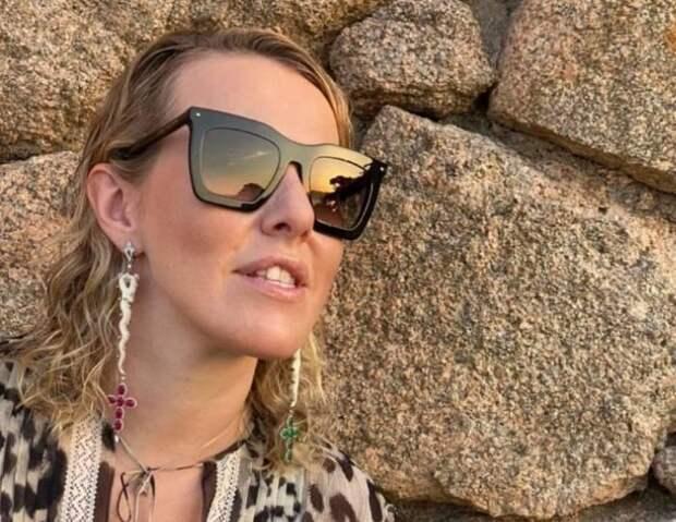 В сети критикуют фото 39-летней Собчак в микро бикини