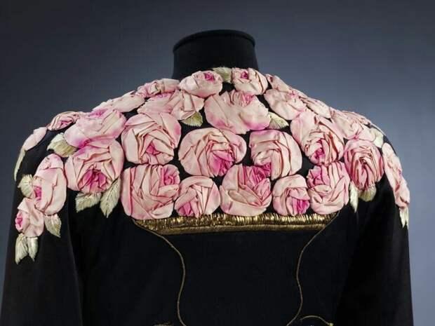 Цветы из ткани в работах дизайнеров и мастеров вышивки, фото № 21