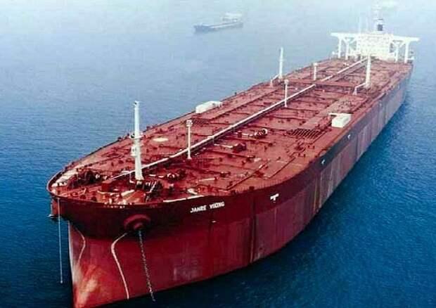 Танкер КНР нефть