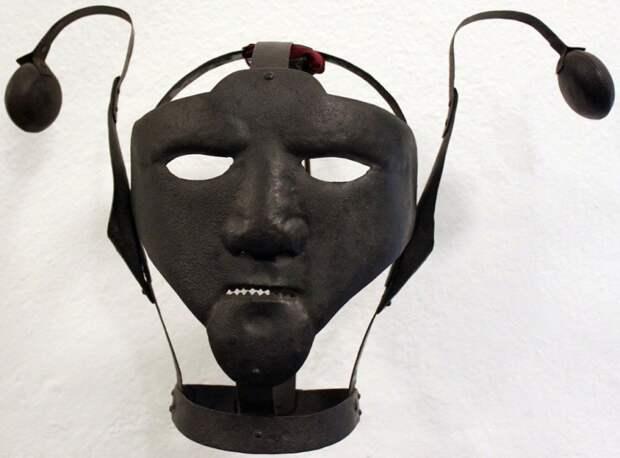 Держи язык за зубами: железная маска, с помощью которой в Средневековье наказывали за сплетни