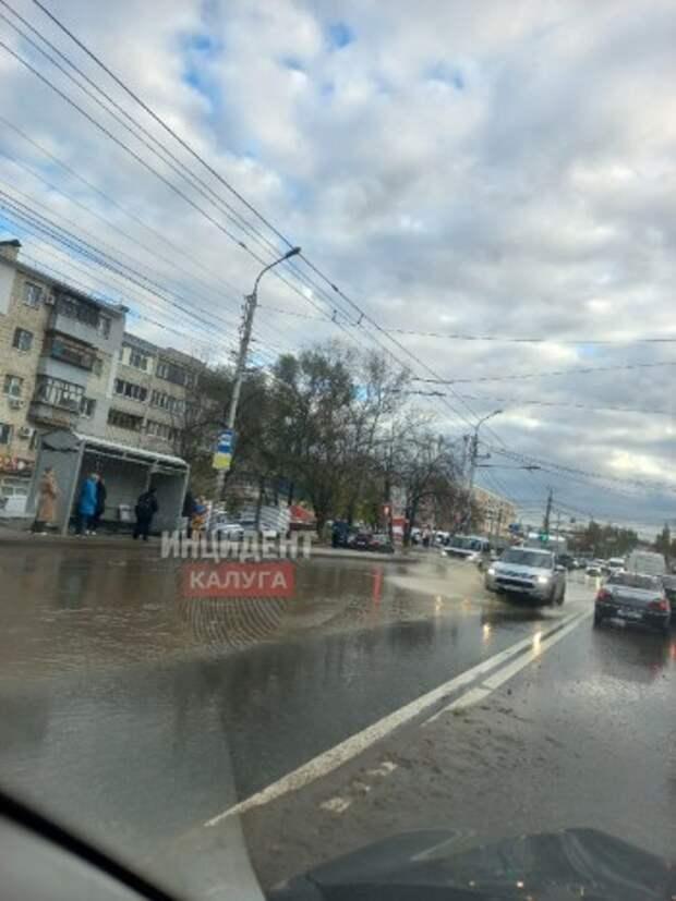 В микрорайоне Азарово прорвало канализацию