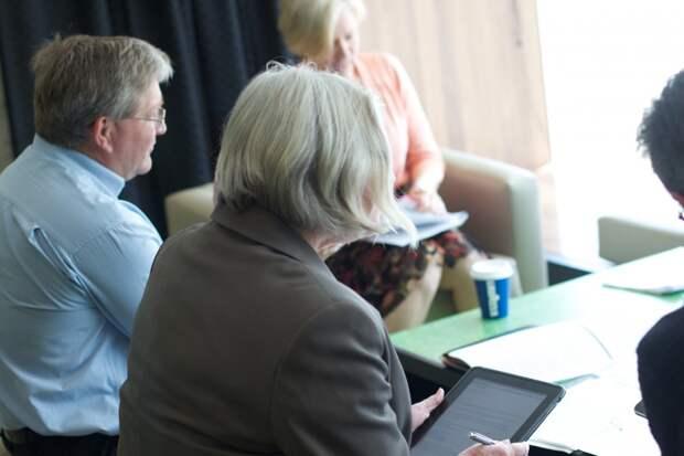 Жители Удмуртии старше 50 лет смогут получить образовательные сертификаты на переобучение или повышение квалификации