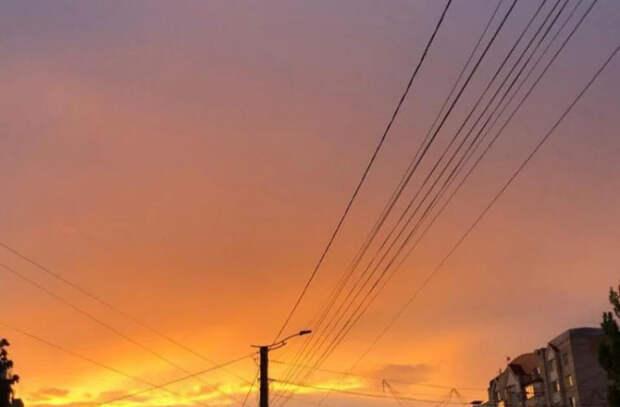 «Опьяняющий» закат в Кишиневе. Пользователи опубликовали десятки фотографий