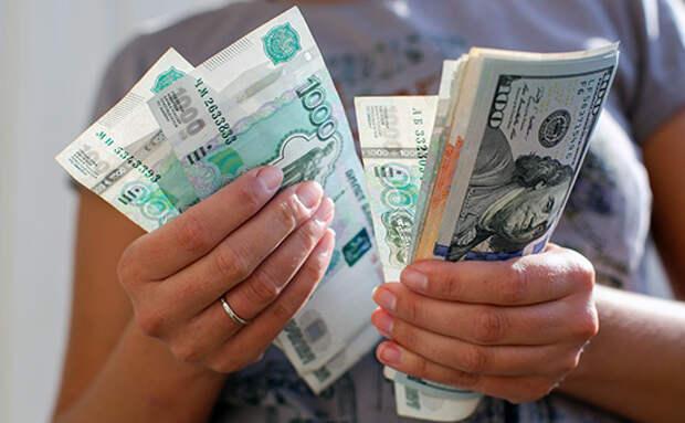 В какой валюте россияне хранят деньги?