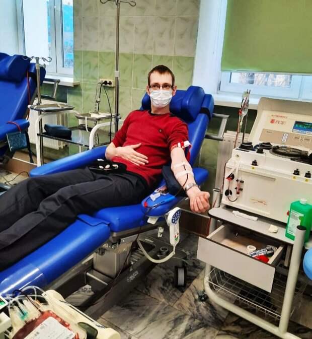 Сотрудник центра социального обслуживания на улице Сальвадора Альенде стал донором крови