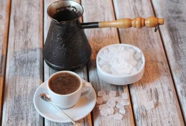 Кофе с морской солью имеет более насыщенный вкус. / Фото: golifehack.ru