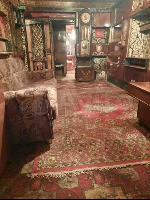 Кресты, ковры, резьба, уют: вТуле напродажу выставили квартиру охотника навампиров