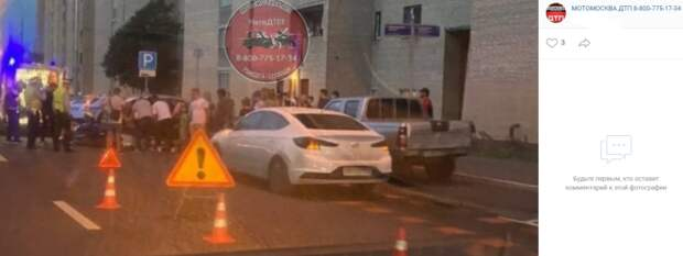На Римского-Корсакова столкнулись легковушка и мотоцикл