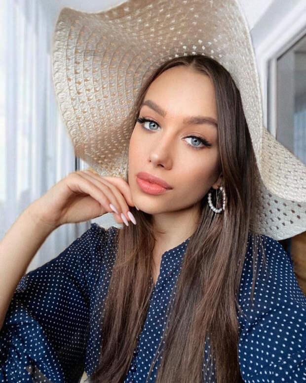 Нейл-блогер Анна Супакова оценивает звездный маникю...
