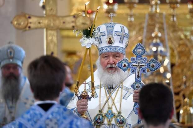 Патриарх отслужил воскресную Литургию в храме Христа Спасителя
