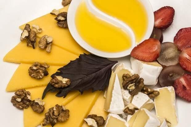 как подать сыр с медом