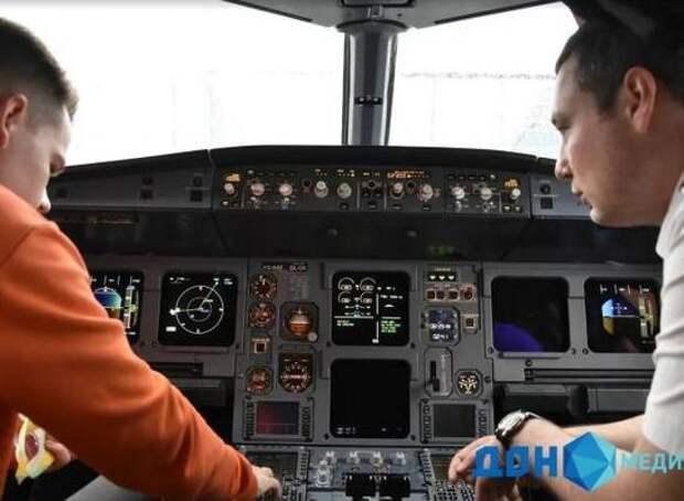 Ростовский девятиклассник – победитель конкурса «Большая перемена» встретился с экипажем авиакомпании
