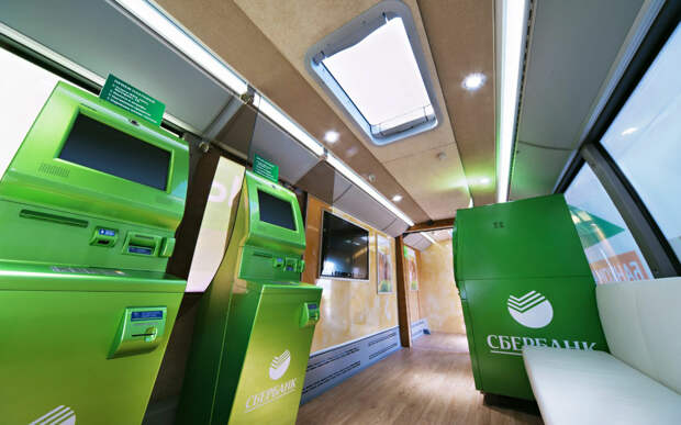 Автобус с банкоматами и штаб — уникальные проекты «Волгабаса»