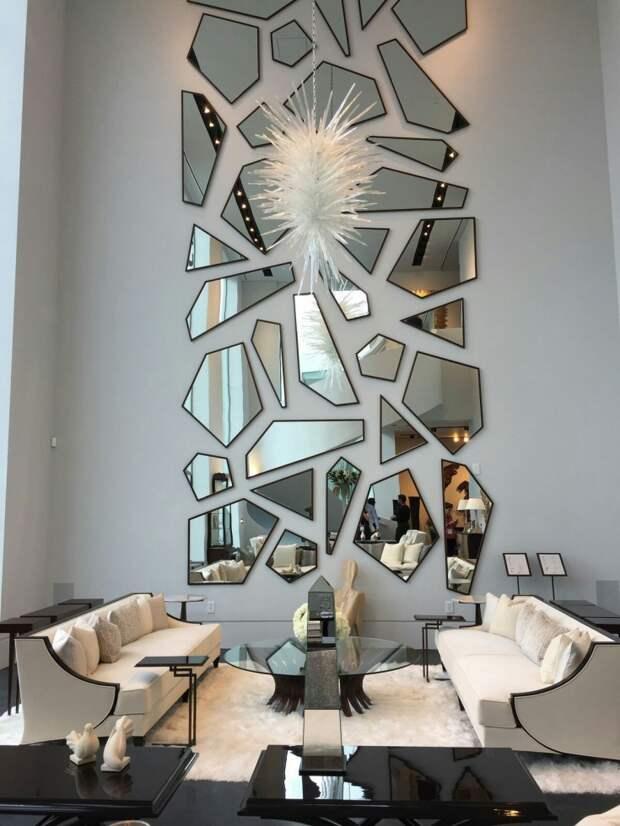 Зеркальный декор на стене