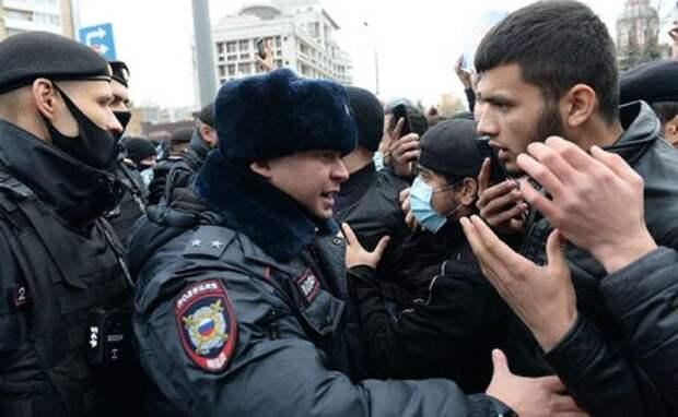 Мусульмане устроили беспорядки под посольством Франции в Москве
