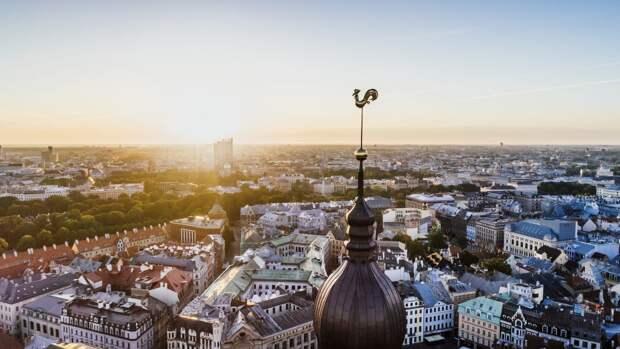 Латвийская полиция закрыла доступ к памятнику воинам-освободителям в парке Победы
