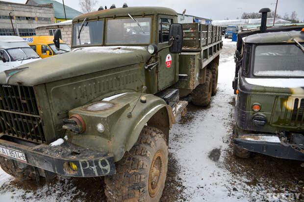 Неизлечимо болен грузовиками. Как Дмитрий в Горках коллекционирует советские военные тяжеловозы