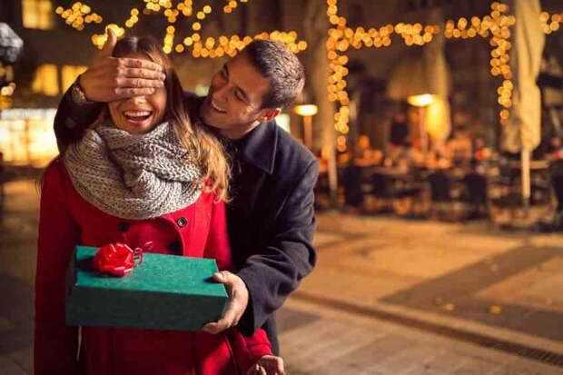 Аналитики назвали популярные товары у россиян в День всех влюбленных