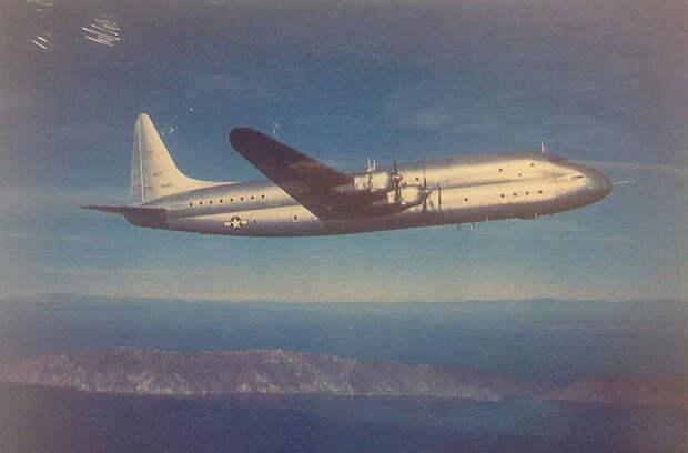 Lockheed R6V Constitution в полёте. Фото: U.S. Navy National Museum of Naval Aviation